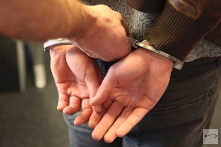 Dronkenlap bedreigt en beledigt agenten