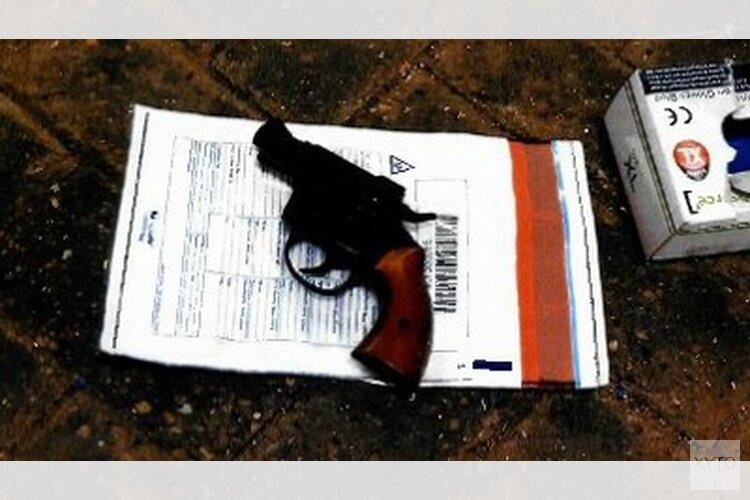 'Kofferbakoverleg' levert vuurwapen op