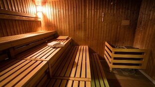 Wie schoot er op sauna Schieweg?
