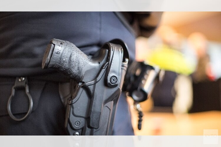 Politie lost waarschuwingsschoten en vindt na aanhouding doorgeladen vuurwapen