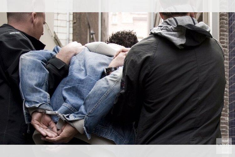 Vuurwapen, drugs en gestolen navigaties in kelderbox Delfshaven