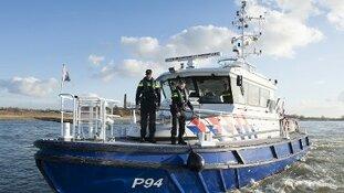 Drugssmokkelaars proberen te vluchten met bunkerschip, 170 kg coke gevonden