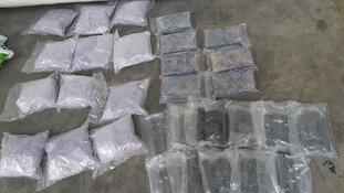 22 vuurwapens en verdovende middelen in beslag genomen