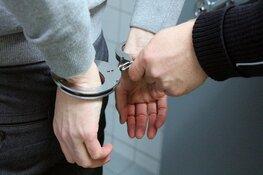 Agenten bedreigd; verdachten aangehouden