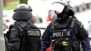 Arrestatieteam Rotterdam houdt man met wapens aan