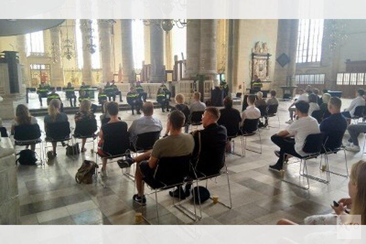 Politie beëdigd nieuwe collega's in de Laurenskerk