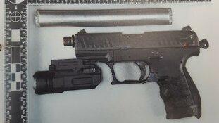 Drugs en wapens van straat na anonieme tip