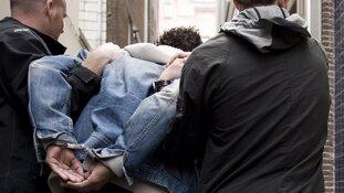 Twee gewonden en dertien aanhoudingen na woningoverval Rotterdam